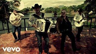 Calibre 50 Video - Calibre 50 - Qué Tiene De Malo ft. El Komander