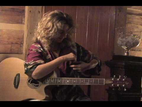 Vicki Genfan - Luna Guitar Give Away