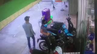 Trộm xe máy không thành do bị chủ nhân phát hiện kiệp thời.