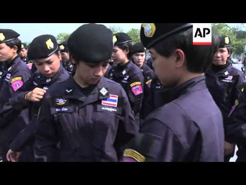Hundreds of officers protest government's anti-riot policies
