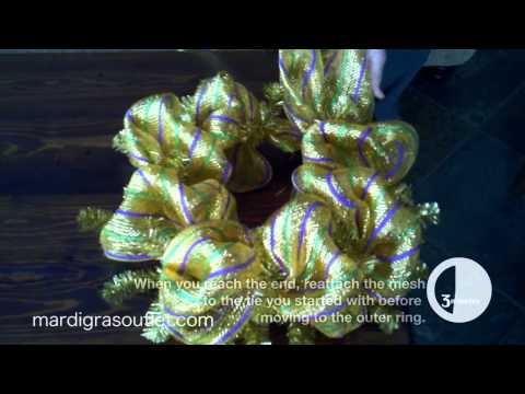 How To Make Deco Mesh Wreath | Mommy.