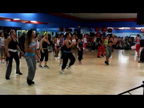 Zumba Com Carolina - shake Senora Pitbull Featuring T-pain & Sean Paul video