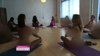 """Om""-MG: Naked Yoga with Bethenny"