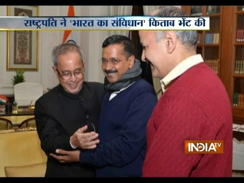 President Pranab Mukherjee meets Arvind Kejriwal, gifts him two books