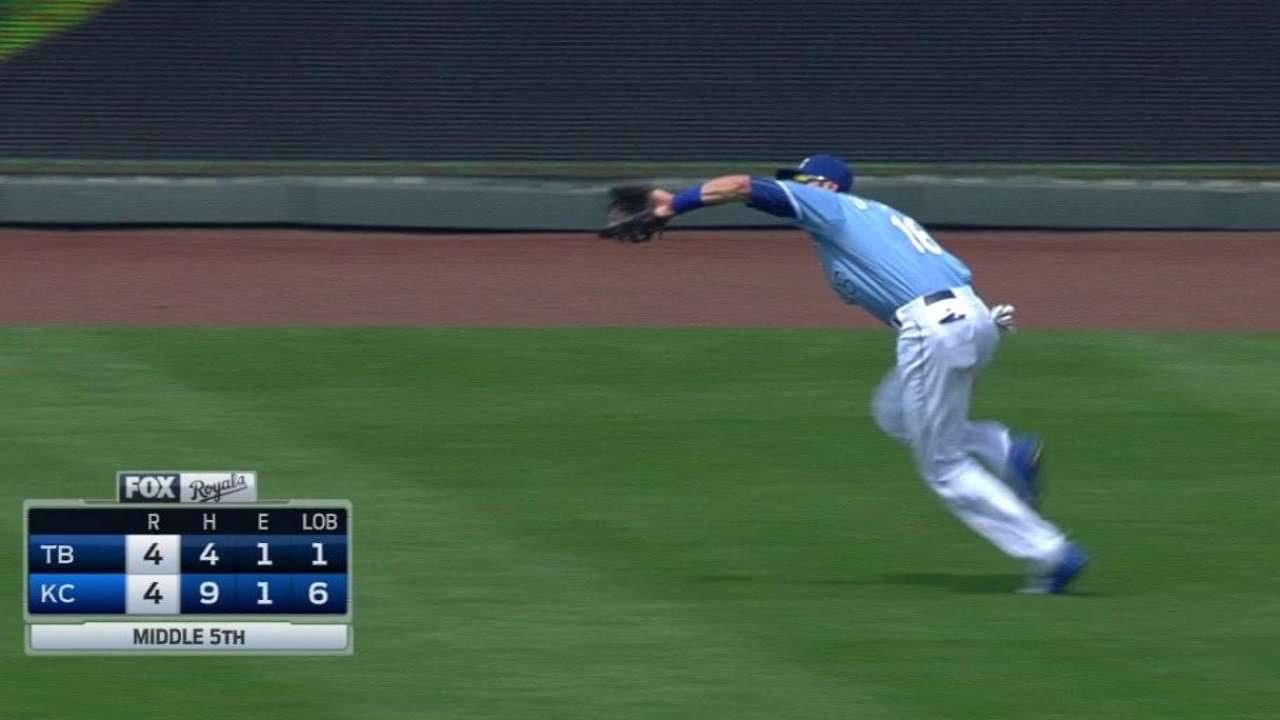 TB@KC: Orlando runs down Butler's fly ball in the gap