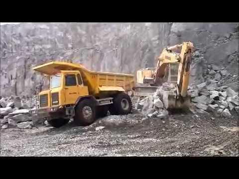 big excavator liebherr 944