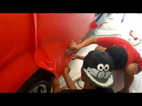 Pemasangan stiker mobil fullbody dengan intermediate cal jenis doff