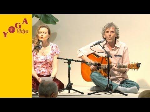 Mantrasingen: Om Adityaya Vidmahe mit Birgit und Harry
