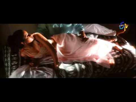 Chitram Movie Songs - Ekanta Vela  - Uday Kiran, Reema Sen video