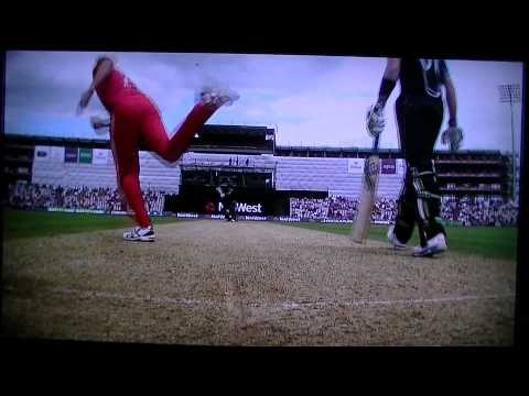 BEST (weirdest) delivery ever bowled!! Bresnan to Ross Taylor (ENG v Black Caps - ODI cricket)