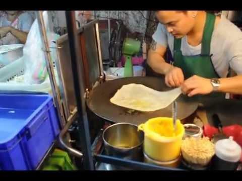 Crazi man in Kao San Road, Thailand, the best Pancake of Bangkok