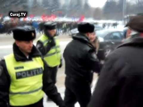 Bătaie şi injurii la protestul din PMAN