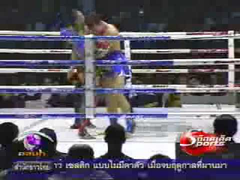 Two Fighting One  Saenchai Vs Saketdao & Petchboonchu  Muay Thai 2009-07-03
