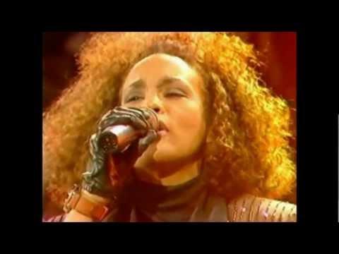 Whitney Houston live 1988 - Where do Broken Hearts go (HD)