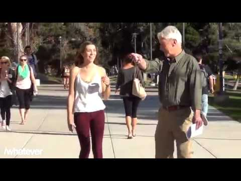 رجل يصفع بنت على المؤخرة thumbnail