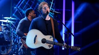 download lagu Ed Sheeran Performs 'shape Of You' gratis