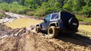 Off-road - Land Rover Defender, Discovery and Jeep Wrangler