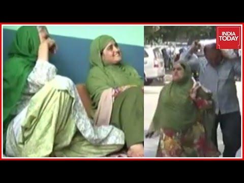 Muslim Couple Walks Miles In Violence Hit Kashmir To Feed Hindu Family