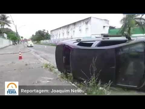Veículo capota no Capuchinhos; ninguém ficou ferido