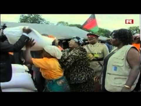 Malawi President Joyce Banda relieves flood victims in Zomba, Feb 2013