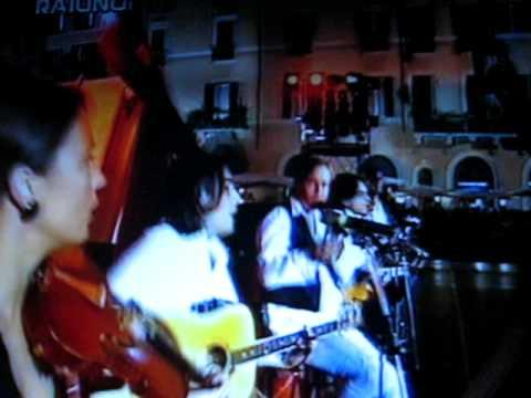 Miguel Bos� - Miguel Bose - Como un lobo [Dueto 2007] (Video clip)