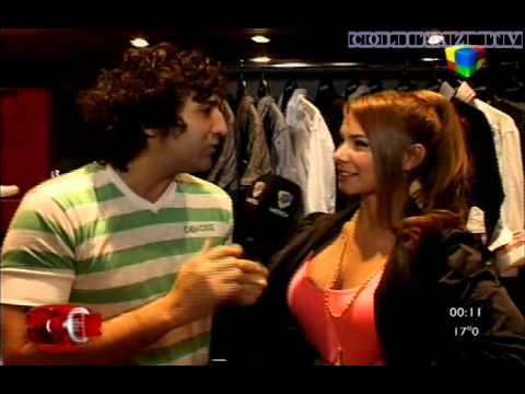 Noelia Rios con jeans ajustados en Kubik thumbnail