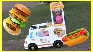 SAM AND ABBY PRETEND PLAY WITH FOOD TRUCK TOYS