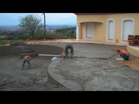 Piscine d bordement youtube for Construction piscine 38