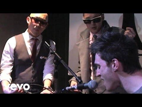 Far East Movement - Rocketeer (live)