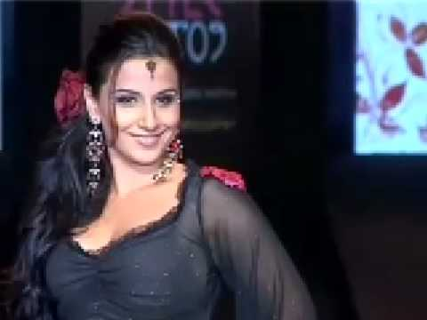 Katrina Kaif and Vidya Balan walk the same ramp Video
