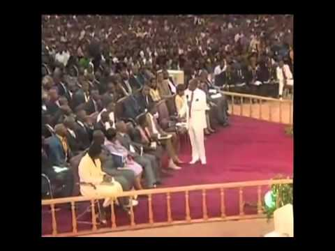 Nigerian Pastor Oyedepo Assaults Teenager In Church video