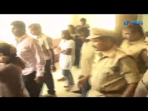 Minor Girl Raped In Bangalore Parents Protest At School video