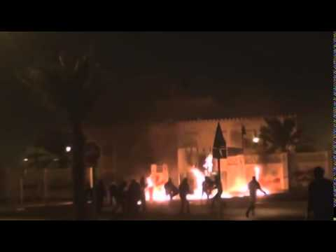 Bahrain protesters throw in the police building Molotov cocktails. 2012