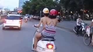 Hot girl hà thành lưng trần dạo phố phản cảm