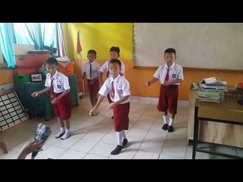 Tari marendeng marampa (Latihan). Siswa Kelas IV. SDN 172 Sukamaju I