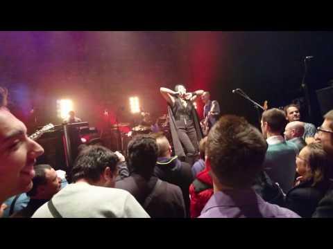 Anggun Être une femme - Live Paris Cafe de la Danse 02/12/16