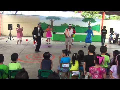 PADRES DE FAMILIA EN EL DIA DEL NIÑO (VECINDAD CHAVO DEL 8)