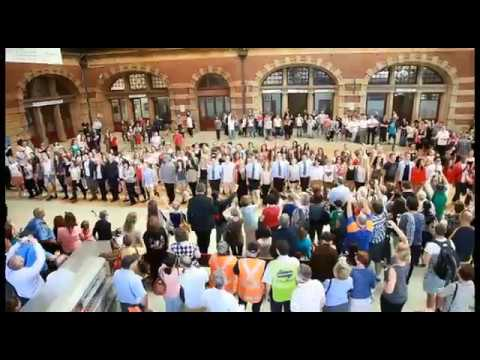 St Patrick's Day Flashmob in Sydney by Tourism Ireland