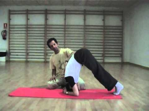 Yoga paso a paso: Equilibrio de cabeza - Sirsásana - YouTube
