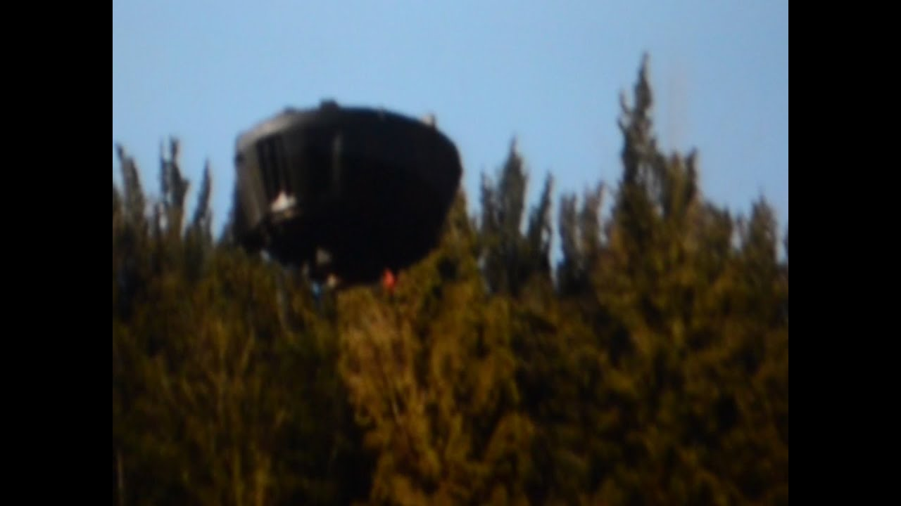 UFO Sightings 2015 Black UFO Hovers Motionless, UFO Sighting News