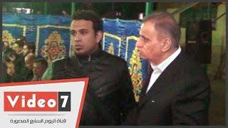 بالفيديو.. حماده هلال وآسر ياسين وسعد الصغير والليثى فى عزاء شقيق زوجة السبكى