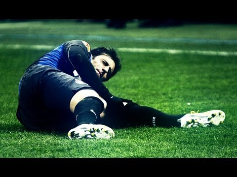 Diego Milito - Inter vs Cluj  | knee injury 14-02-2013 | HD