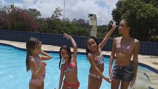 BRINCADEIRAS NA PISCINA - DESAFIOS NA PISCINA COM OS PRIMOS -  CHALLENGES IN THE POOL