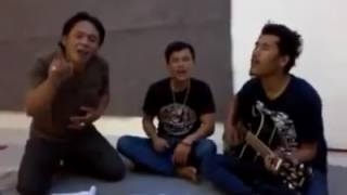 download lagu Suara Yg Ditengah Tinggi Banget/seniman Batak gratis