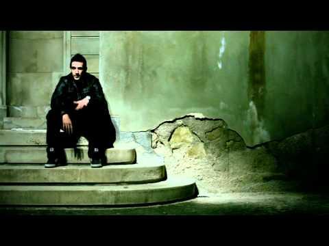 """Se trata de una de las canciones con mas mensaje del trabajo """"LA HISTORIA DE M VIDA"""" que vio la luz en abril de 2010. Esta canción habla generalmente de como..."""