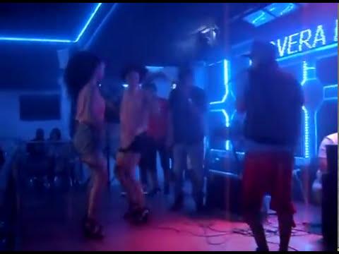 (Madison Swagger) En Vivo En Lovera Bar Interpretando (cojelo a baton) 2 americana dando sintura