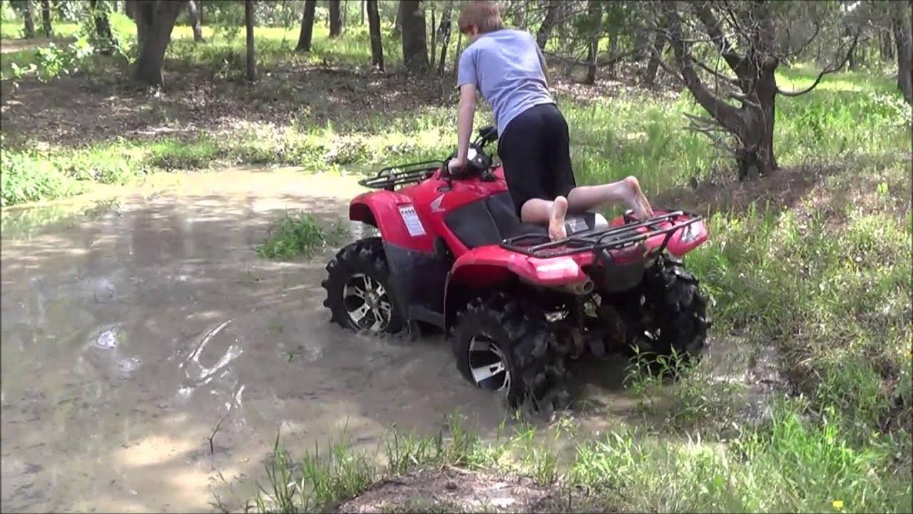 A little mudding- Honda Rancher 420 - YouTube