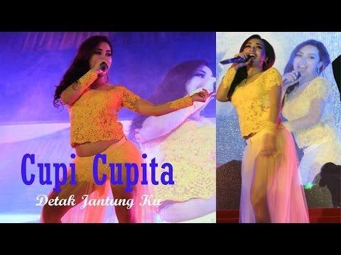 Download Kostum Cupi Cupita Melorot Saat Perform Diatas Panggung Mp4 baru