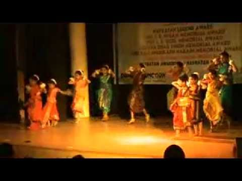 Moina Chalak Chalak Bengali Folk  Dance By Gyaneshwari Institute video