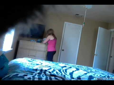 #شاهد | بالفيديو : رجل يضع كاميرا ليفضح زوجته، وكانت المفاجأة «الصادمة» عند مشاهدته الفيديو